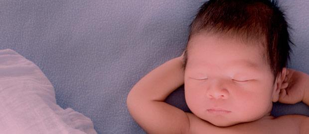 O cabelo do recém-nascido serve para mante-lo aquecido