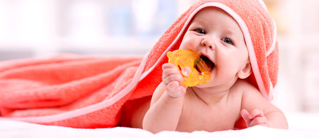 Saúde bucal do bebê: Como cuidar dos primeiros dentes