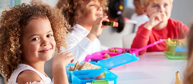 Alimentação infantil: como montar uma lancheira saudável para a criança - Ana Karolina Moriel