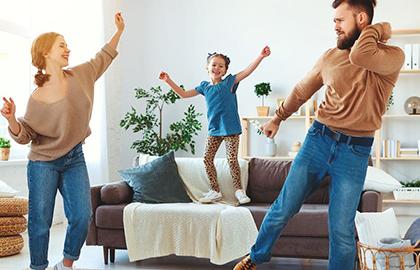 Dicas de brincadeiras para fazer com os filhos em casa | Especial Quarentena