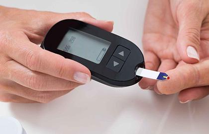 Eu tenho Diabetes. Preciso monitorar diariamente a minha glicemia? - por: Dra. Fernanda Braga