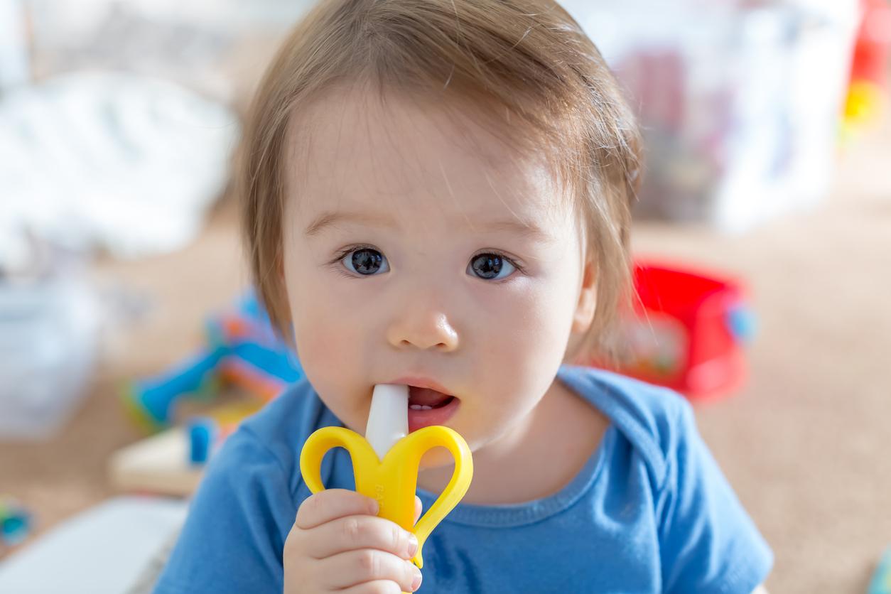 """""""Primeiros dentes do bebê: como aliviar o incômodo – por: Dra. Nayara Figueira"""